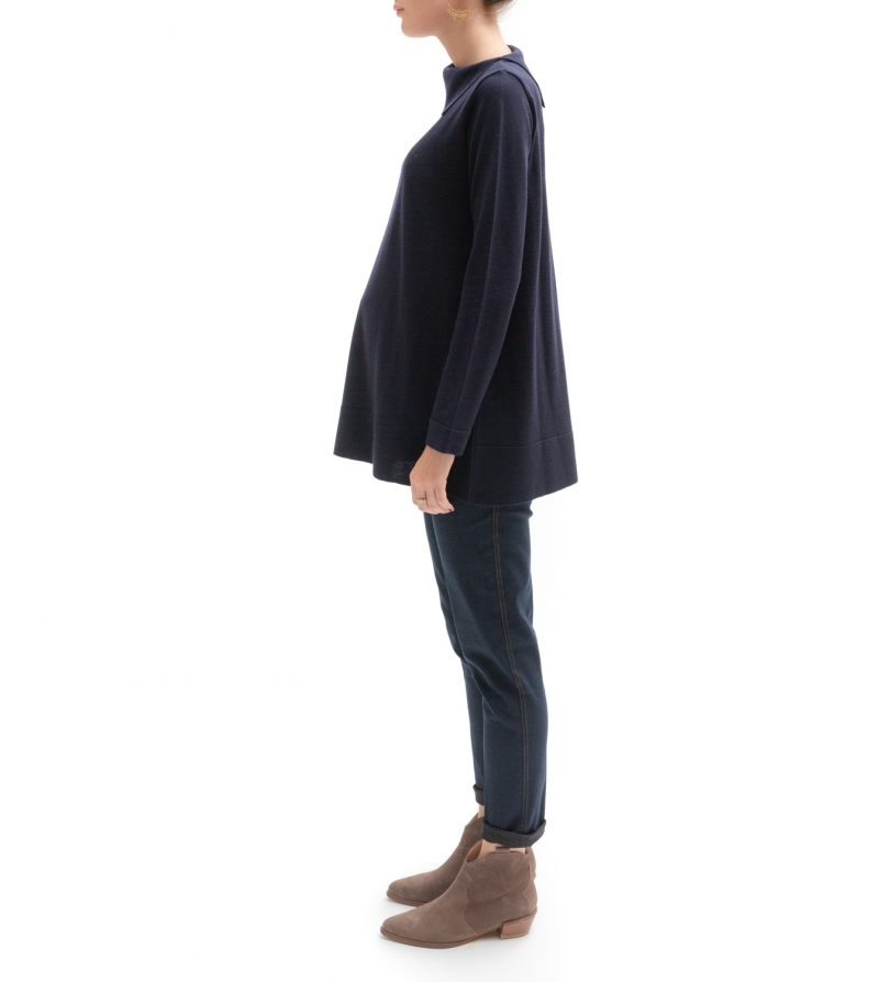 Maglia premaman in pura lana merino extrafine con colletto laterale blu - Nicol Caramel Milano